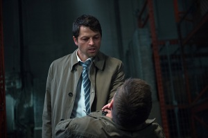 Supernatural-season-11-episode-3-Castiel-strangles