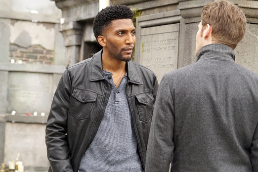 "The Originals -- ""Dead Angels"" -- Image Number: OG312a_0234.jpg -- Pictured (L-R): Yusuf Gatewood as Vincent and Joseph Morgan as Klaus -- Photo: Annette Brown/The CW -- © 2016 The CW Network, LLC. All rights reserved."