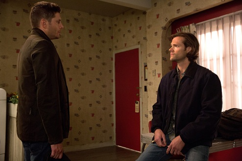 """Supernatural -- """"Love Hurts"""" -- Image SN1113B_0073.jpg -- Pictured (L-R): Jensen Ackles as Dean and Jared Padalecki as Sam -- Photo: Jack Rowand /The CW -- © 2016 The CW Network, LLC. All Rights Reserved"""