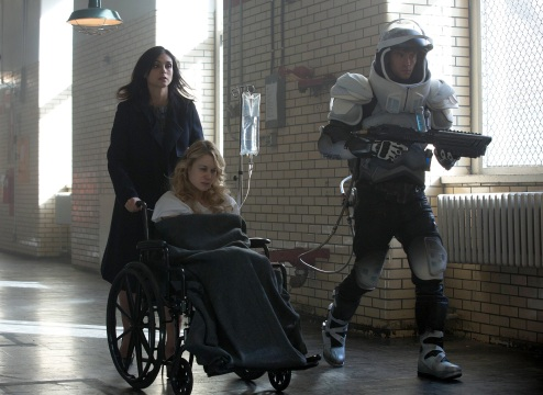 GOTHAM: L-R: Morena Baccarin, guest stars Kristen Hager and Nathan Darrow in the ÒWrath of the Villains: A Dead Man Feels No ColdÓ episode of GOTHAM airing Monday, March 7 (8:00-9:01 PM ET/PT) on FOX. ©2016 Fox Broadcasting Co. Cr: FOX.