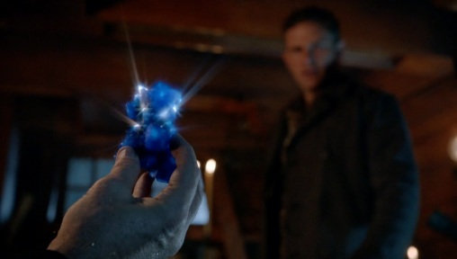 Once-Upon-a-Time-5x15-The-Brothers-Jones-The-Eye-of-the-Storm