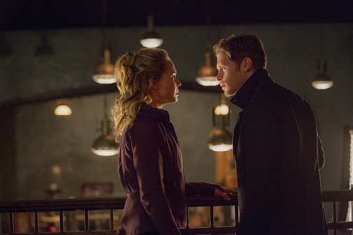 """The Originals -- """"An Old Friend Calls"""" -- Image Number: OG315a_0233.jpg -- Pictured (L-R): Leah Pipes as Cami and Joseph Morgan as Klaus -- Photo: Bob Mahoney/The CW -- © 2016 The CW Network, LLC. All rights reserved."""