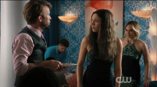 Jane-the-Virgin-Season-2-Episode-19-5-80f5