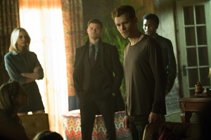 "The Originals -- ""No More Heartbreaks"" -- Image Number: OG318b_0263.jpg -- Pictured (L-R): Phoebe Tonkin as Hayley, Riley Voelkel as Freya, Daniel Gillies as Elijah, Joseph Morgan as Klaus and Yusuf Gatewood as Vincent -- Photo: Bob Mahoney/The CW -- © 2016 The CW Network, LLC. All rights reserved."