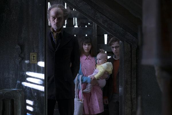 El-conde-Olaf-y-los-Baudelaire-en-Una-serie-de-catastroficas-desdichas_reference